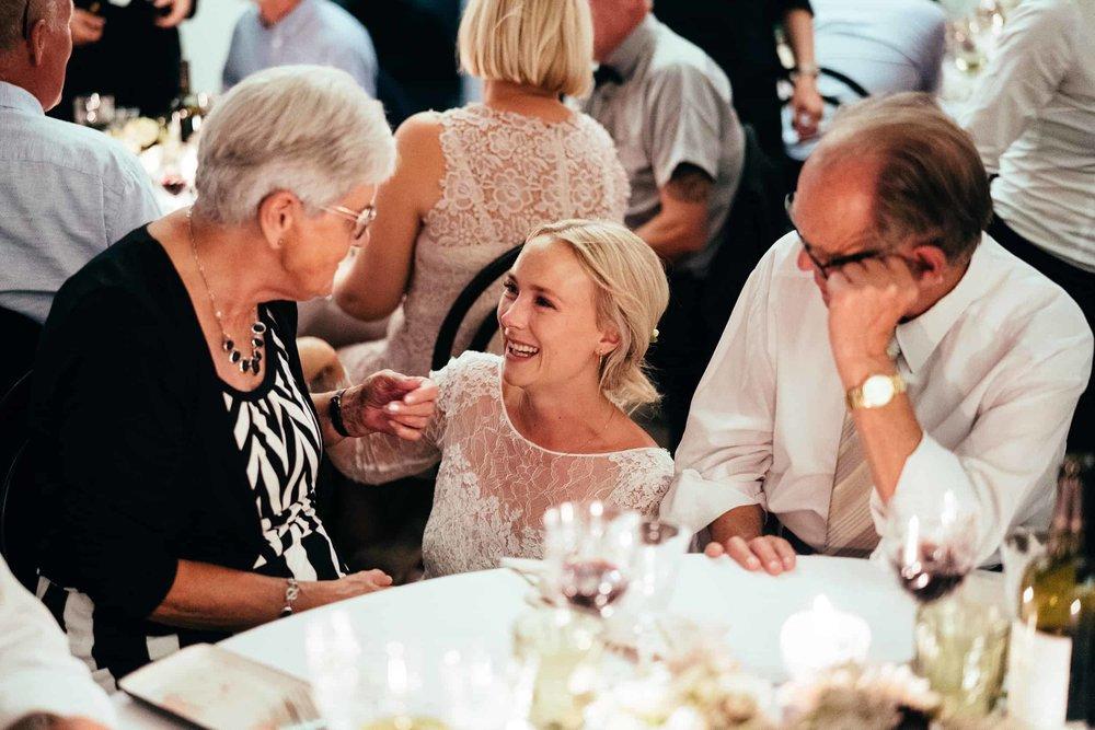 brud-snakker-med-bedsteforældre.jpg