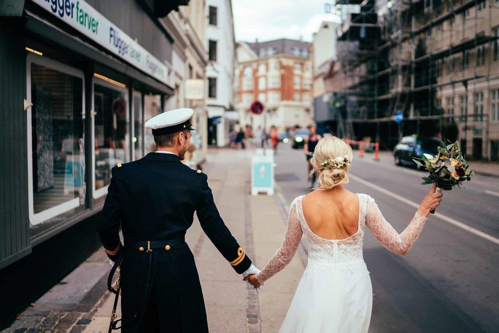 brudepar-på-gaden-i-københavn.jpg