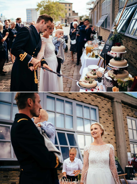 brudepar-skærer-bryllupskage.jpg