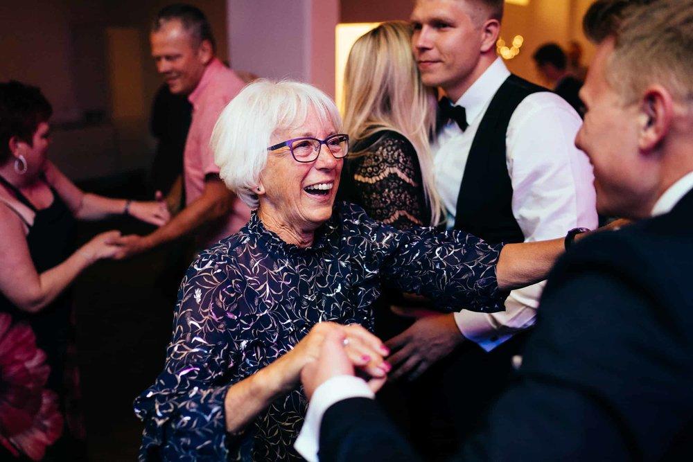 gammel-dame-der-danser.jpg