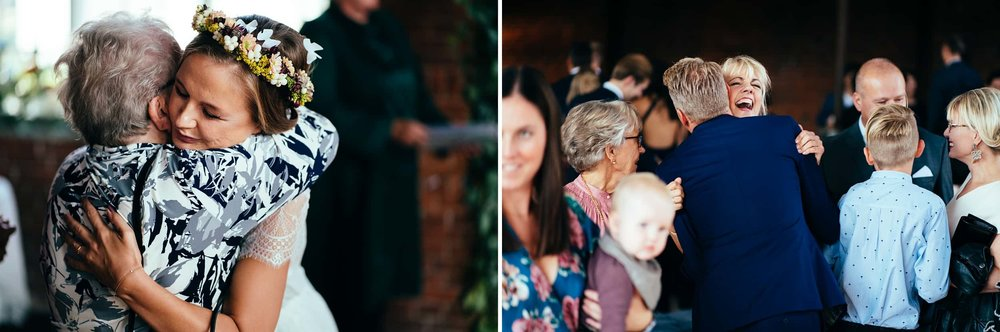 brudepar-bliver-lykønsket-af-gæster.jpg