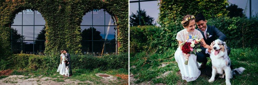 brudepar-foran-obv-studios-med-hund.jpg
