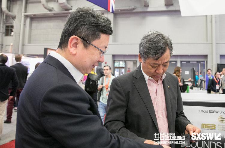 三月十三日,2018 - - 聚焦中国领队陪同客户参观西南偏南贸易展览会