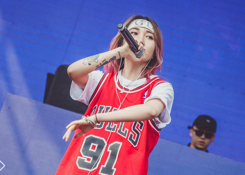 NineOne# - NINEONE#,a female rap star who was born on December 15th, 1996. In 2018 she graduated from Shanghai Theatre Academy. By the end of 2016, she started her rap career, and the growth was fast. With multiple composing style and unique voice, she gained lots of popularity, and it only took less than a year. Her music hit