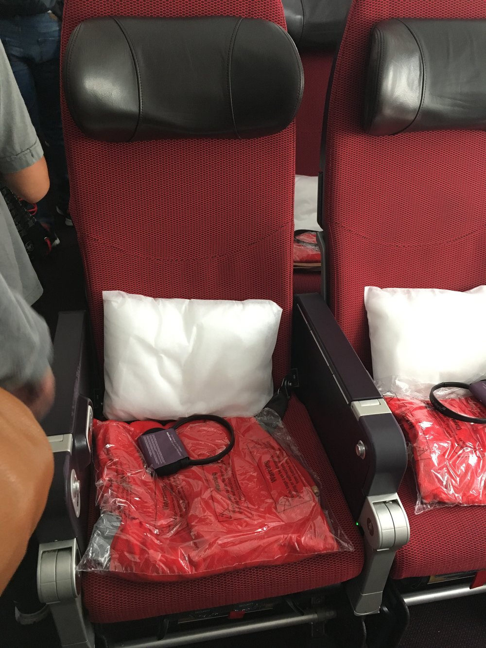 Virgin Atlantic Boeing 787 Dreamliner Economy Review — Girl