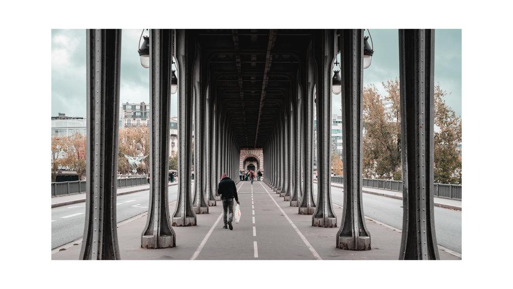 """Strolling around Paris""   Ramon Brito    Contact"