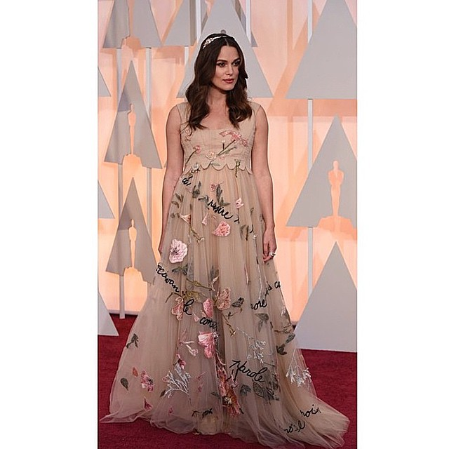 Pregnant @KeiraKnightley looking ethereal and dreamy as fuck in my favourite number from @MaisonValentino's Spring couture show#oscars #whyaminotinthisdress