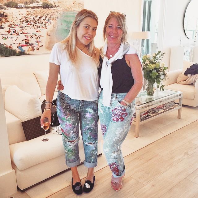 Celebrating Maman's birthday in matching @denimdoinggood jeans from @preserve_us!#gooddaughtersgivegoodpresents️