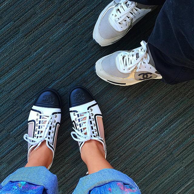 Maman daughter airport style #nomorebootcutjeansmom