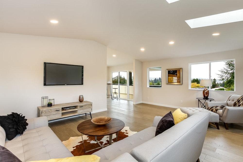 9602 40th Ave NE, Seattle LJM Home Bonus Room Lounge Area