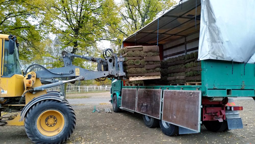 lastar-lastbil-slottskogen.jpg