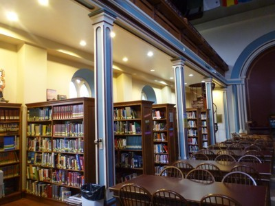 図書館の中