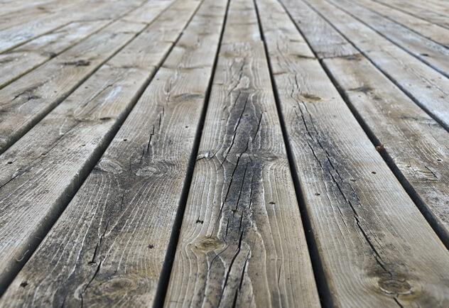 azek-comparison-treatedwood.jpg
