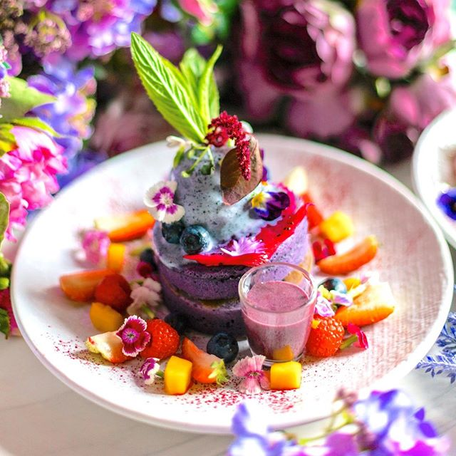 It's HUMP day, and what better way to celebrate mid week than getting your fix of our delicious TARO HOTCAKES?? Served with pink pitaya, berries, mango cubes, black sesame ice cream, mint, and taro sauce 💜 . . #socialhideout #sydneycafe #sydneycoffee #brunchinsydney #breakfastinsydney #westernsydneyfoodie #cpmonlinemarketing #brunchinsydney #sydneyfoodie #brunch #weekendbrunch #brunchinsydney #sydneystyle #sydneylocal