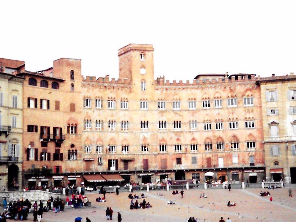 Auto-Elite-Siena-Piazza-del-Campo.jpg