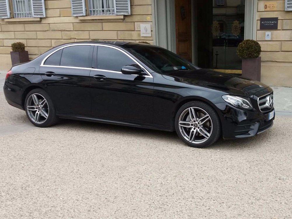 Auto-Elite-Mercedes-E-Class-Florence-hotel.jpg