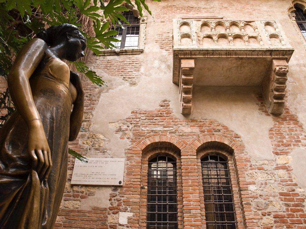 Verona_Italy_Car+Transportation_Limo_Private+Day+Tour.jpg