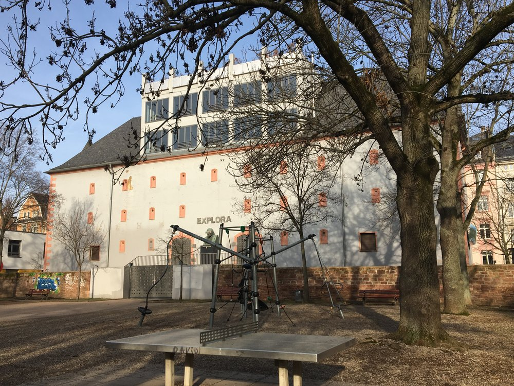 Glauburgbunker (ehemaliges Explora-Museum, 04.02.2019, Blick vom Glauburgspielplatz).