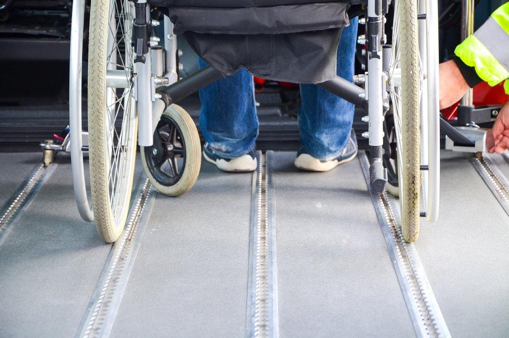 rolstoel in busje.jpg