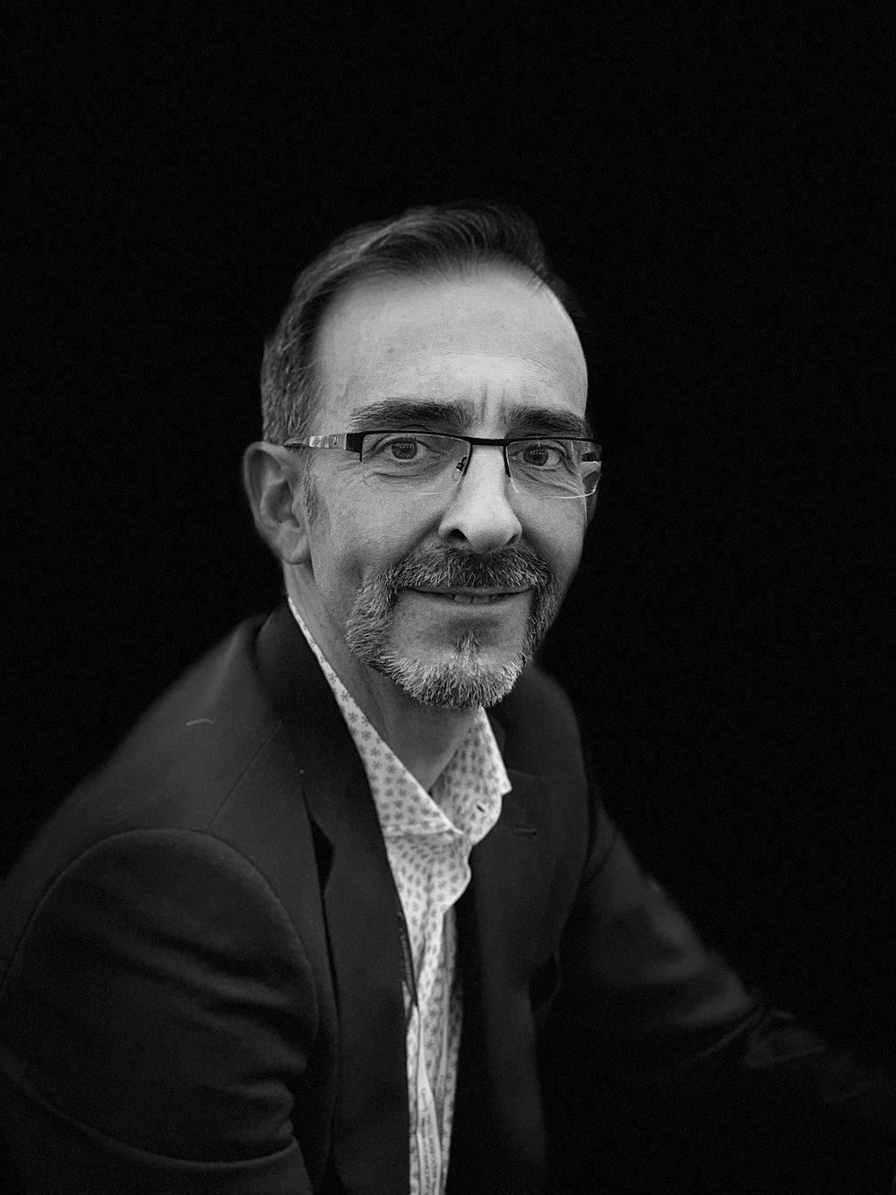 Alfonso Escamez   Fundador del proyectoATEMPO Collectors  – Tienda especializada en coleccionismo de relojes y relojería independiente  Comunicación, RRPP y organización de eventos. Sabe un montón de relojería, estilo de vida y coleccionismo.