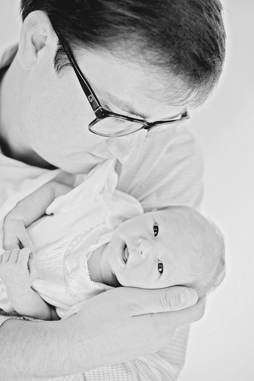 Ocean-Springs-Newborn-Photographer-Swetman-Photography-Dad-Baby-Black-White-Eleanor.jpg