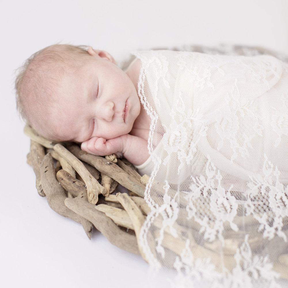 Ocean-Springs-Newborn-Photographer-Swetman-Photography-Tatted-Bonnet-Baby2.jpg
