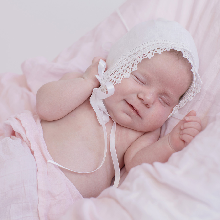 ocean-springs-newborn-photographer-heirloom-baby-bonnet.jpg