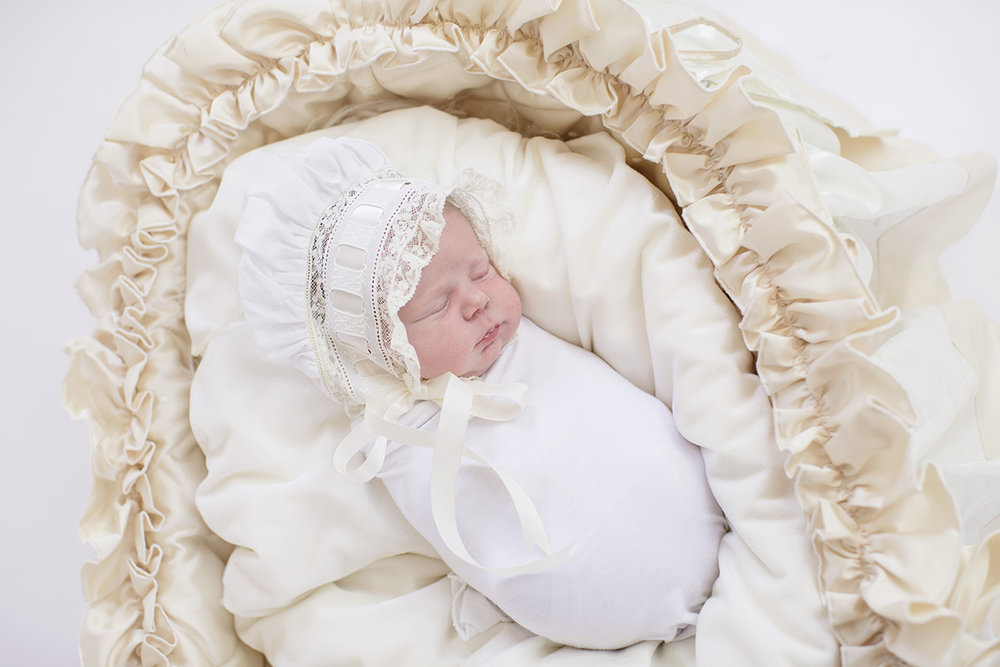 ocean-springs-newborn-photographer-lace-bassinet.jpg