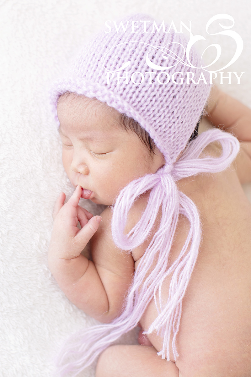newborn-photographer-ocean-springs-bonnet.jpg