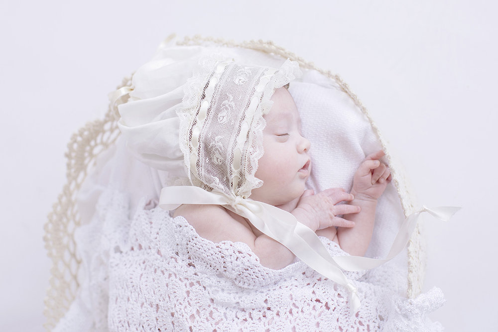 lace-bonnet-newborn-photography.jpg
