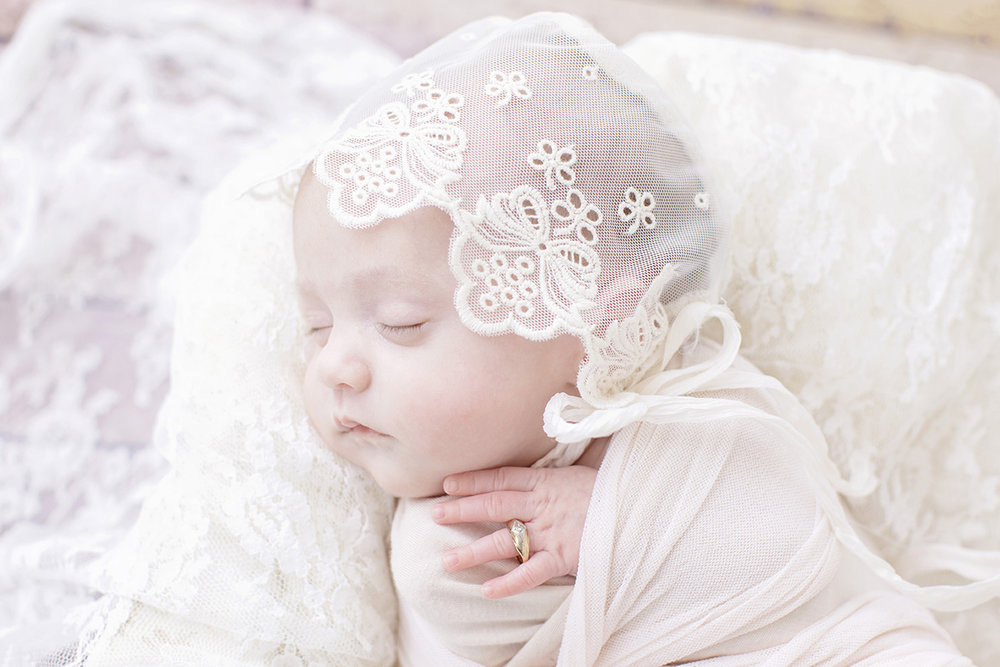 newborn-photographer-lace-bonnet-antique-ring.jpg