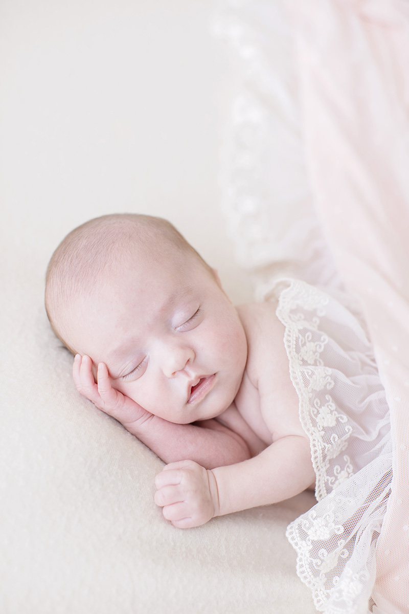 ocean-springs-newborn-photographer-lace-blanket-pink.jpg