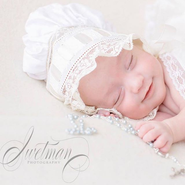Sweet Collins snoozed right through our first playdate at my studio! I had THE BEST time with all the fabulous heirlooms her sweet mama brought for her session - the antique baby ring she wore herself when she was a newborn, her exquisite pearls, and the beautiful rosary her brother had blessed at the Vatican in Rome. Just a few little details can turn images from a newborn photo session into generational family heirlooms. Thank you for sharing this sweet love with me, @_hollymccabe_ !! Check out my website and recent work: www.SwetmanPhotography.com To book or request more info on my sessions: https://www.swetmanphotography.com/contact-1/  #oceanspringsnewbornphotographer #mobilenewbornphotographer #mississippinewbornphotographer #swetmanphotography #newbornphotographer #newbornlacebonnet #beaufortbonnet #beaufortbonnetswaddle