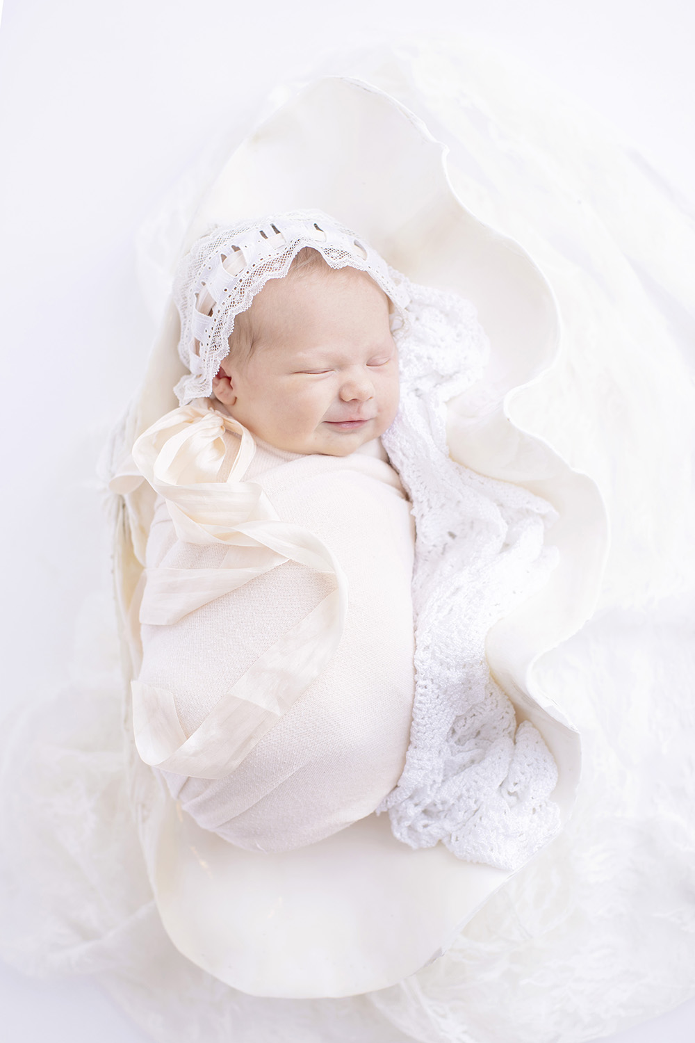 newborn-photographer-lace-bonnet-classic-heirloom.jpg