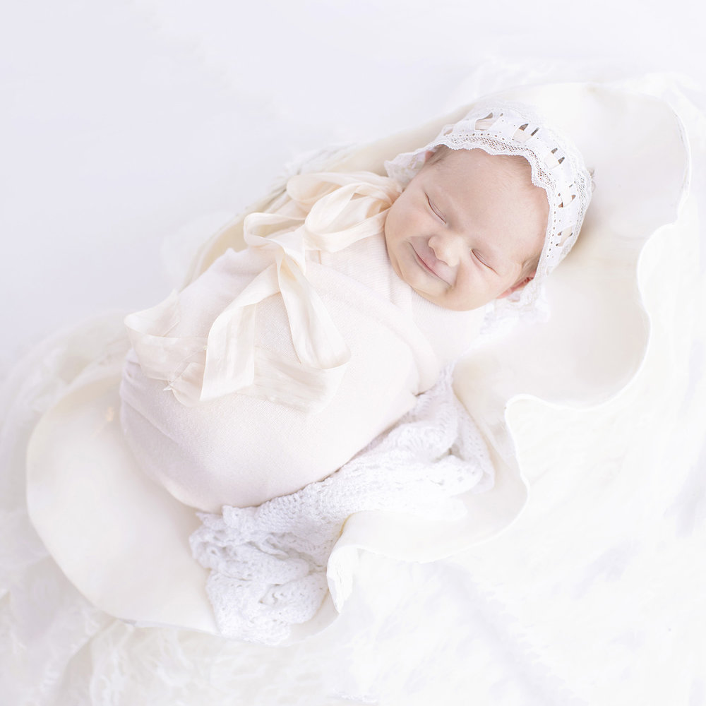 newborn-photography-shell-oyster-beach-bonnet-photographer-mississippi.jpg