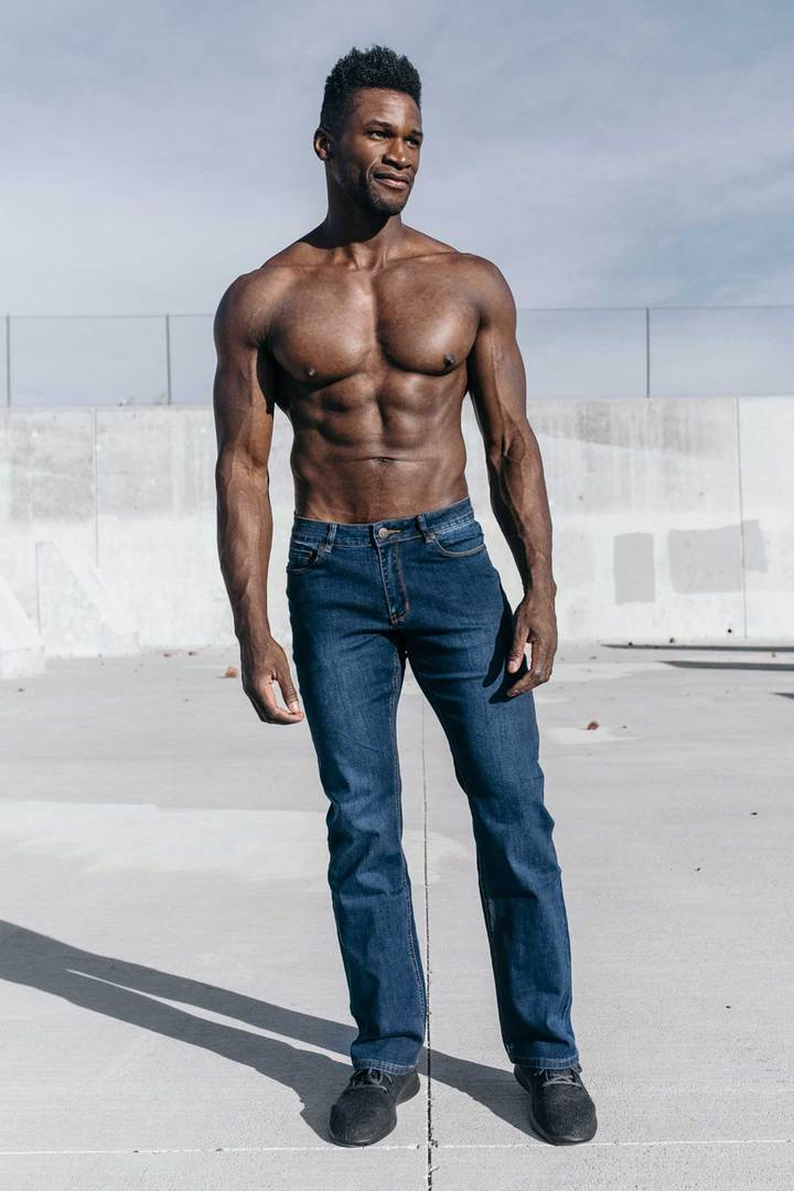 Relaxed Athletic Fit - Medium Wash