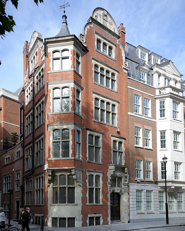 - A full renovation and restoration took place in this listed property in the heart of Westminster. Formerly an office space Clare took on the challenge of converting it back into a family home.