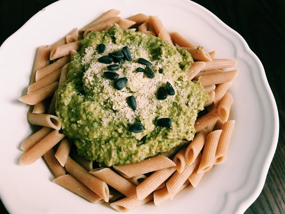 Avocado pesto - healthy, easy and vegan