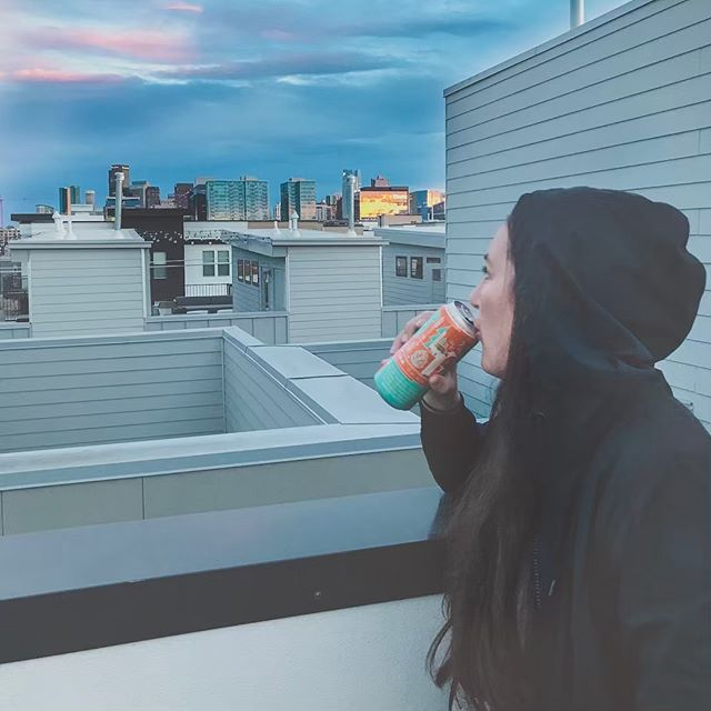 What better way to leave Denver than with a rooftop craft brew. Till next time CO... 🏔 ☀️ 🍺 ✌️ . #craftbrewersconference #denver #colorado #craftbeer #brewerylife #pinkbootssociety