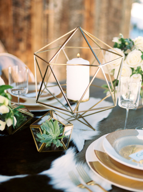 Contemporary-Winter-Wedding-Inspiration-by-Rachel-Havel-and-Bluebird-Productions-21-555x745.jpg