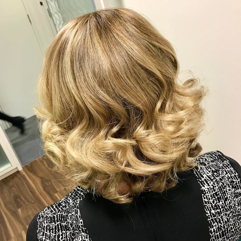 LAYERED HAIR BRINGS OUT THE BEST CURLY BLOW DRYS