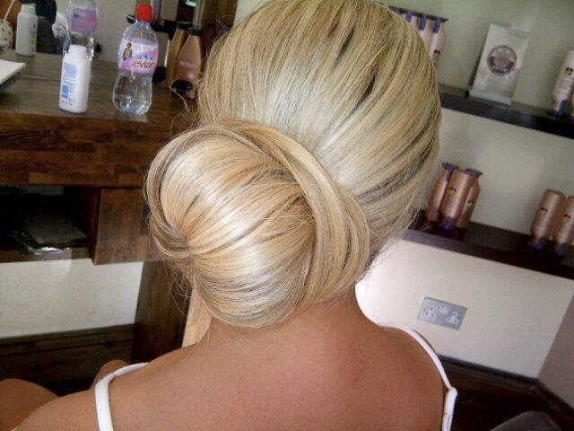 BIG SIDE BUNS ARE STUNNING! GIVES AN ELEGANT LOOK MATCHED WITH THE PERFECT OUTFIT