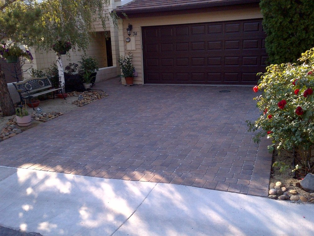 Front yard landscaping for driveway in Reno, NV