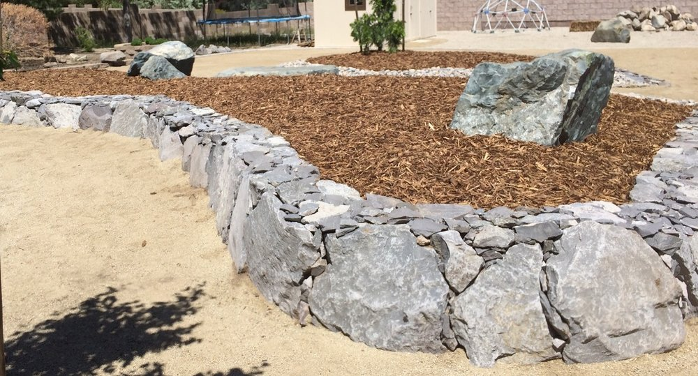 Outdoor living with retaining wall in Reno, NV