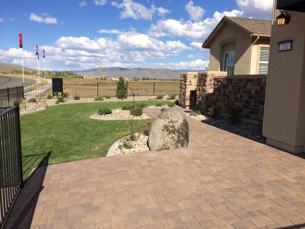 Backyard landscaping in Reno, NV with patio pavers