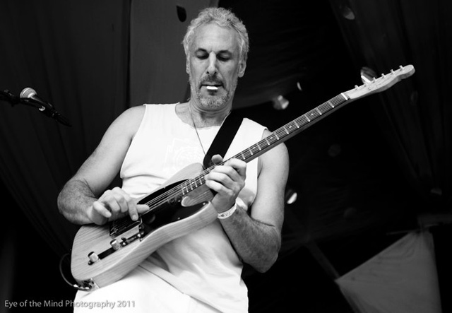 img-about-jp-guitar-live-001.jpg