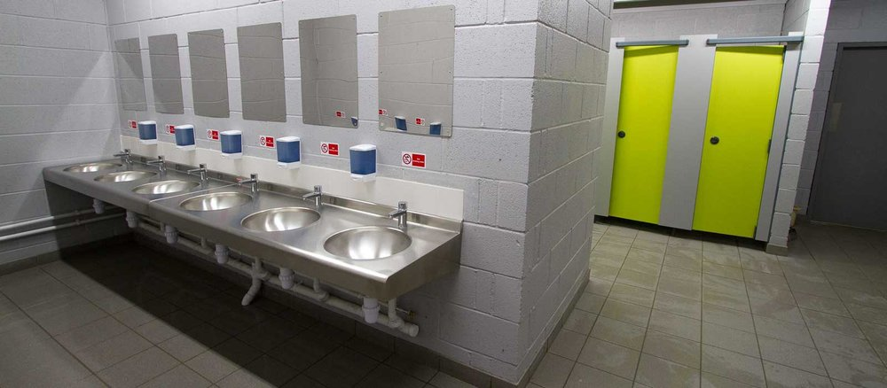 toilet-and-shower-facilities-at-silverstone-woodlands-campsite-near-circuit-1600w.jpg