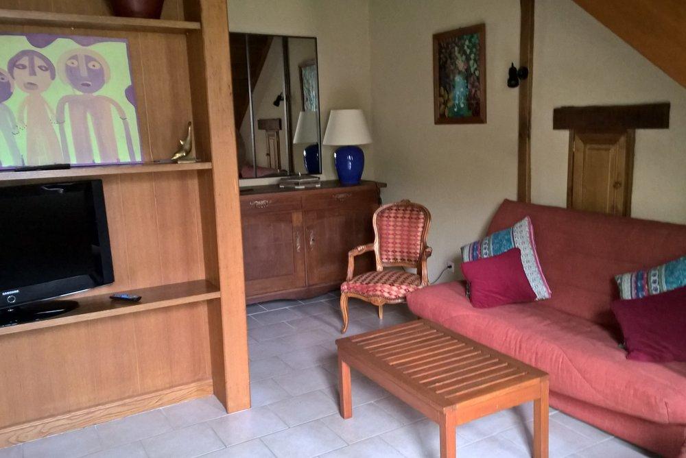 Petit-salon-avec-clic-clac-appartement-301-Anjou-Golf-.jpg