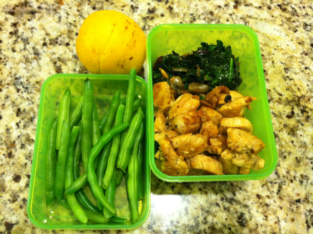 What's for Lunch? As the weather gets colder our bodies crave food that is warm and hearty. Especially since the weather around here has been so gloomy. Today for the kids I am packed: Sauted kale and spinach with garlic and shallots Garlic chicken Steamed green beans Orange