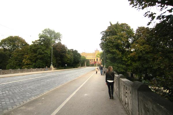 Walking Across the Isar River | Europe Trip - Highlights from Munich + Oktoberfest | kaileenelise.com